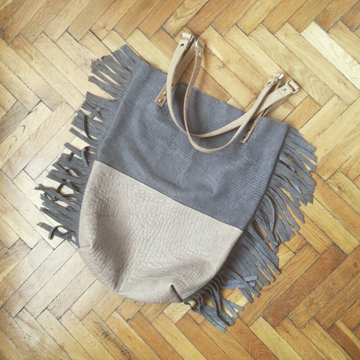 handmade leather totebag with fringe on both sides - perfect for the festival season!dimensions (approx.) width: 35 cmheight: 42 cm depth: 7 cm 90 �