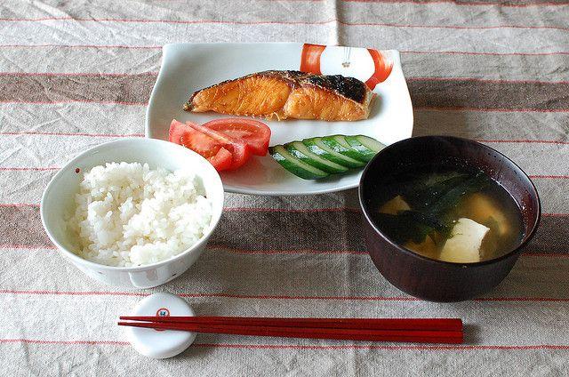 焼き鮭定食は日本人の心