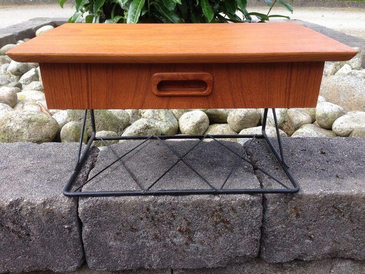 (3) FINN – Nattbord / Gangmøbel i teak