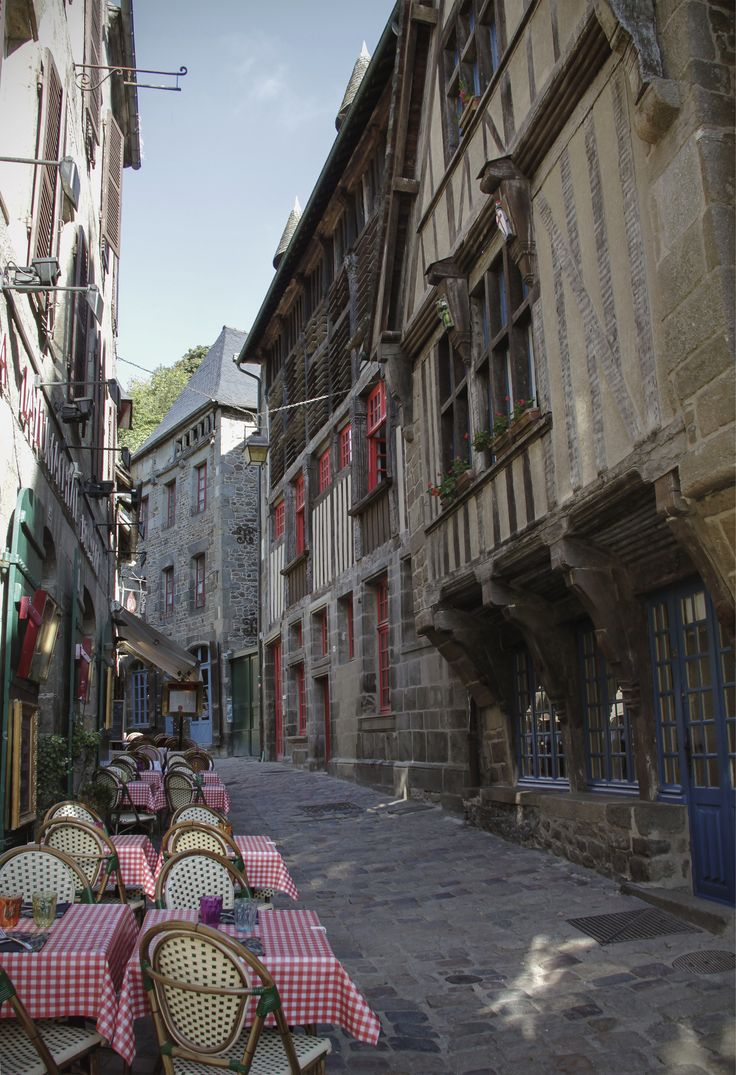 Cafe/restaurant on de street in Dinan town, Brittany_ France