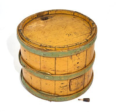 BARREL  Hallingdal. Painted yellow with green-painted flat ribbon. The mid-1800s.  Lagged type. Carved dating in top: 17/12 46. HEIGHT 41.50 CMDIAMETER 49.00 CM