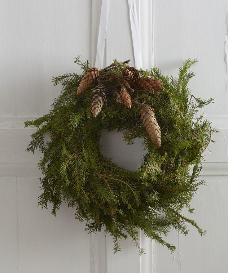 simple pine cone advent wreath