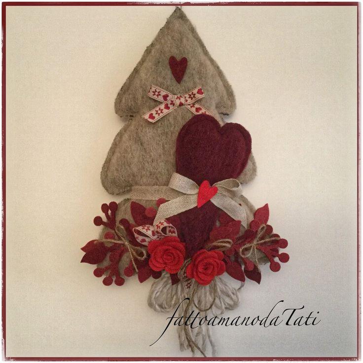 Albero in lana cotta tinta naturale con cuore bordò e rose rosse, by fattoamanodaTati, 28,00 € su misshobby.com