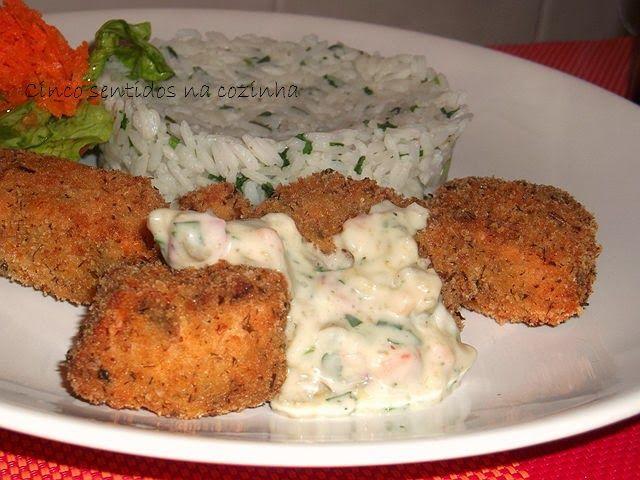 Cinco sentidos na cozinha: Panadinhos de salmão com molho tártaro caseiro
