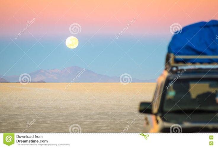 Puesta Del Sol De La Luna Llena En Salar De Uyuni - Bolivia Imagen de archivo - Imagen de aventura, viaje: 82015213