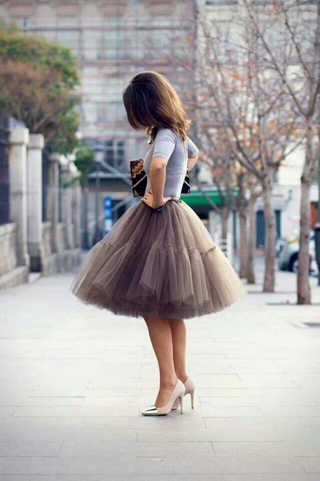 Tulle skirt + pointed toe metallic cap toe pumps + 3/4 sleeve tee + clutch