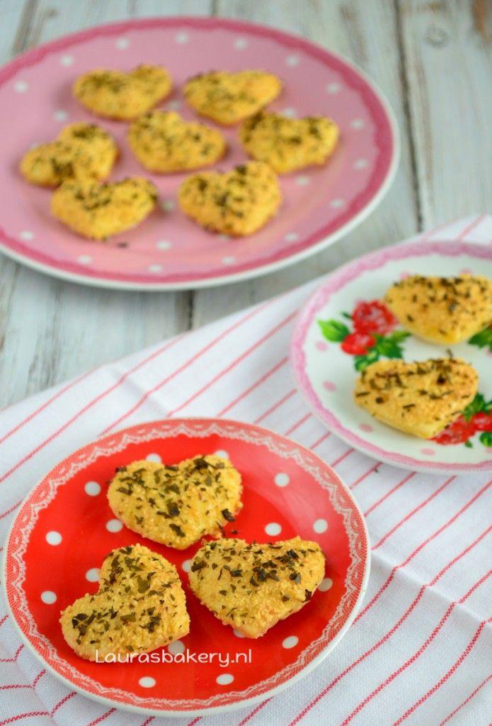 Parmezaanse harten koekjes - Parmezan heart cookies for Valentine - Laura's Bakery