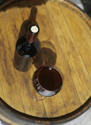 Los diferentes tipos de vino tinto y sus sabores caracerísticos   eHow en Español