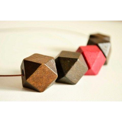 Brown wooden beaded necklace on framestr.com