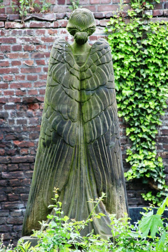 Angel at the Melaten Cemetery Cologne.Gardens Statuary, Angels Statues, Cemetery Angels, Angels Sculpture, Melaten Cemetery, Angels Wings, Cemetery Cologne, Guardian Angels, Gardens Angels
