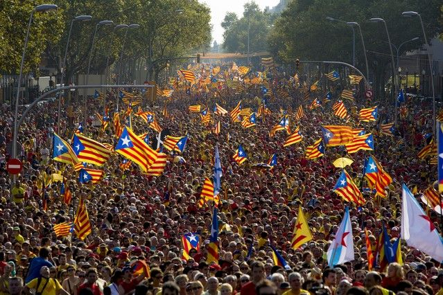 Gigantesca manifestación en Barcelona exigiendo votar el 9 de noviembre. http://www.navegar-es-preciso.com/news/gigantesca-manifestacion-en-barcelona-/