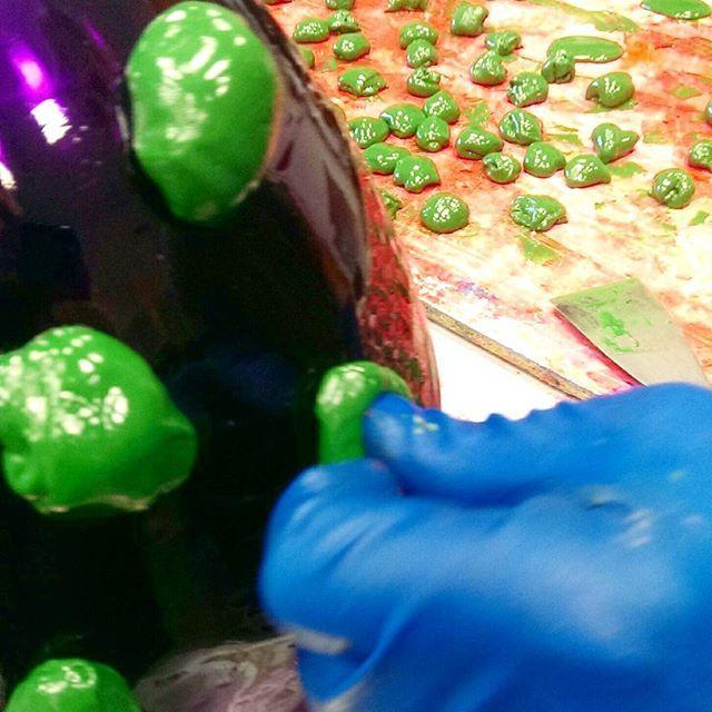 Making #nuggetvase #makingof  #gaetanopesce #fishdesign #corsidesignfactory #handmade #factory #purple and #green