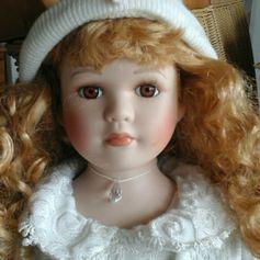 Gebraucht Porzellan Puppe sitzend mit roten Haaren in 63834 Sulzbach am Main um € 6,00 – Shpock