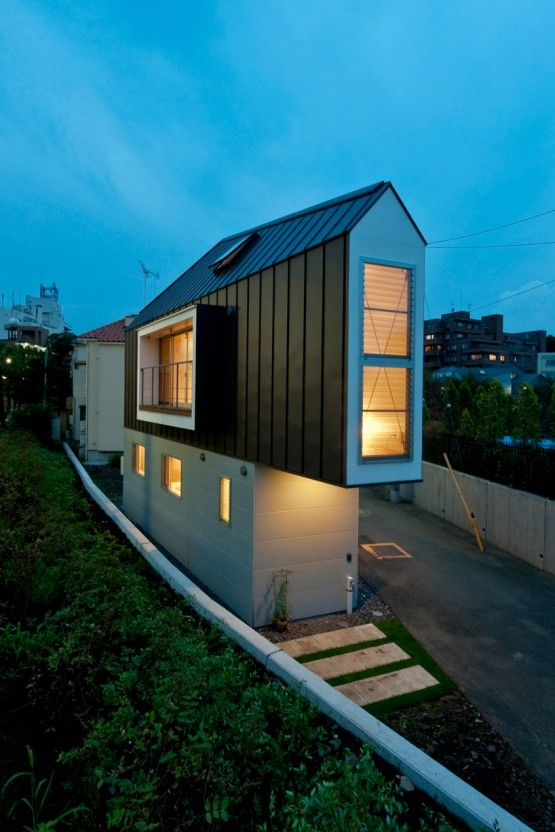 High Quality Incredible Thing If You See Small House Near River Situated In Tokyo,  Japan, Designed Pictures Gallery