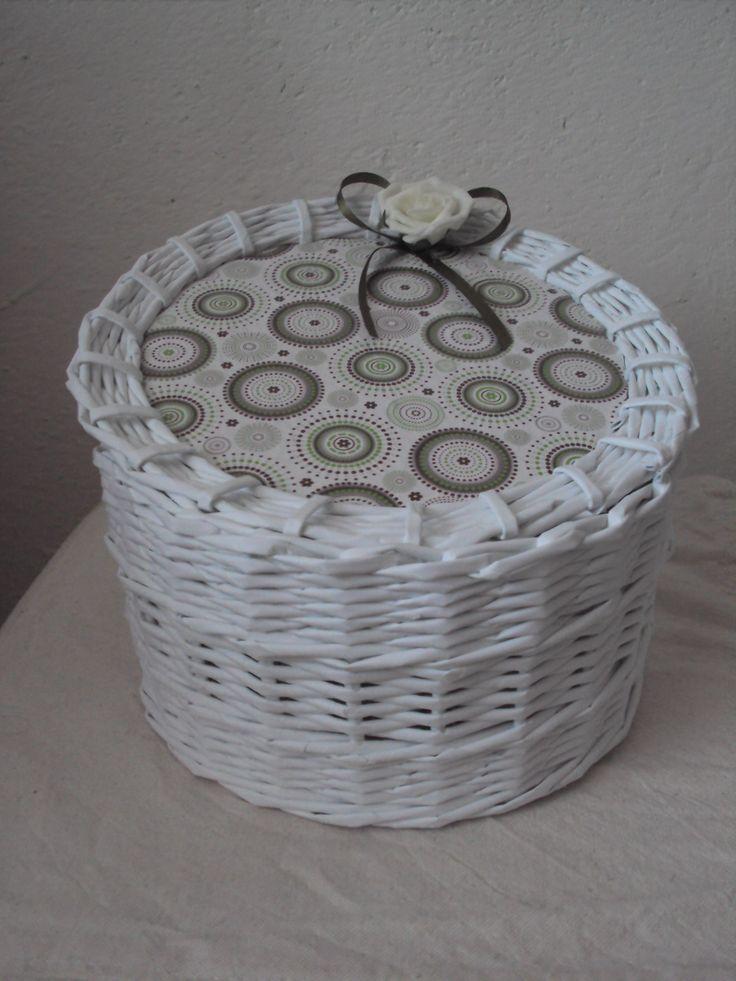 Bílý košík  - white basket - basketry