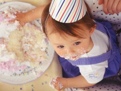 Maßnahmen gegen Partydesaster | Wildes Durcheinander, weinende Heimwehkinder oder Spielemuffel - beim Geburtstagsfest kann sowohl mit kleinen als auch etwas größeren Kindern einiges schief laufen. Doch was dann? Damit Sie in solchen Situationen ruhig bleiben und alles unter Kontrolle haben, hier ein paar hilfreiche Maßnahmen gegen Partydesaster.