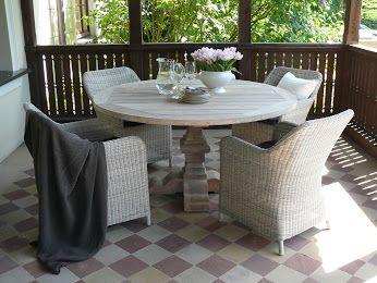 Stół Palu i krzesła Marina marki MILOO. Wolicie stół okrągły czy prostokątny ?