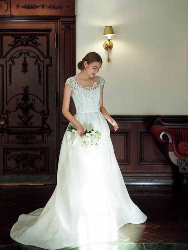 【ELLE】写真1|気品あふれる最旬ドレスが集結! 邸宅ウエディングで輝く9の花嫁スタイル|エル・オンライン