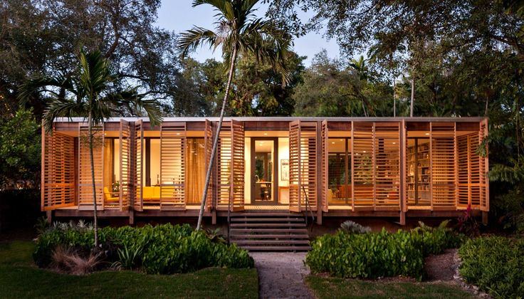 Completed in 2014 in Miami, United States. Images by Claudia Uribe, Stefani Fachini, Bruce Buck. LIVING IN THE LANDSCAPE This 1,500 sf house, which draws upon the American glass pavilion typology, Dog Trot, and principles of Florida Modernism,...