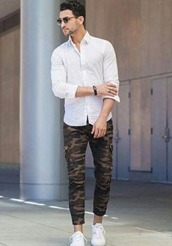 【夏】白シャツ×迷彩柄パンツ×白スニーカーの着こなし(メンズ)   Italy Web