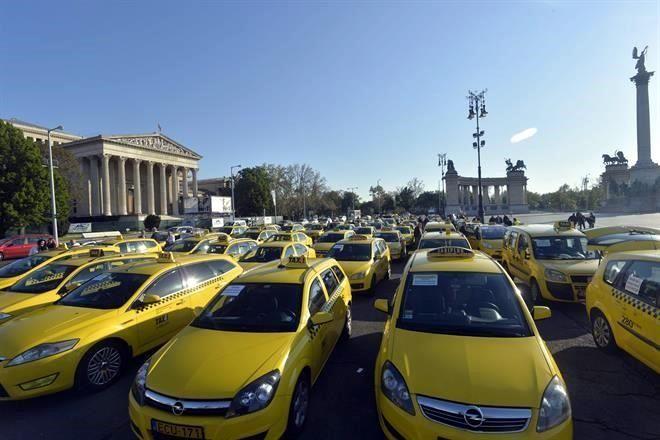 Protestan taxistas por Uber en Budapest