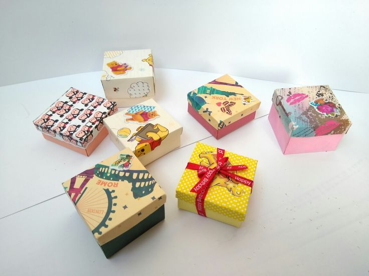 These miniature gift boxes are made with color papers.