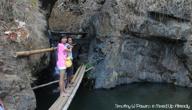 To see the 2nd tier of the Gangga waterfall in Lombok, we needed to cross this bamboo bridge ;)). For more story about this trip, please go to: http://wp.me/p1VkQt-QG