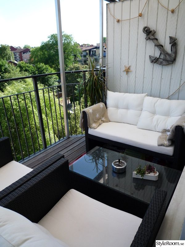 Black and white balcony with a nautical