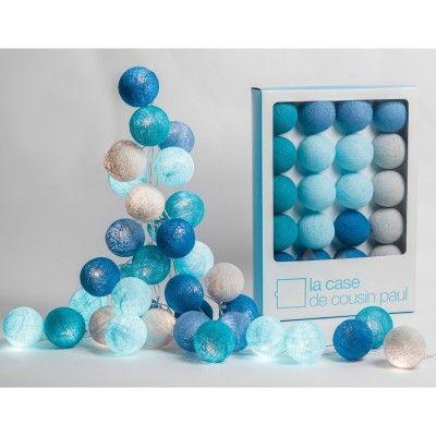 La guirlande lumineuse Cap Reinga bleuede la marqueLa case de cousin paulcomplètera la décoration de la chambre de votre enfant en diffusant une lumière légèrement colorée et décorative.
