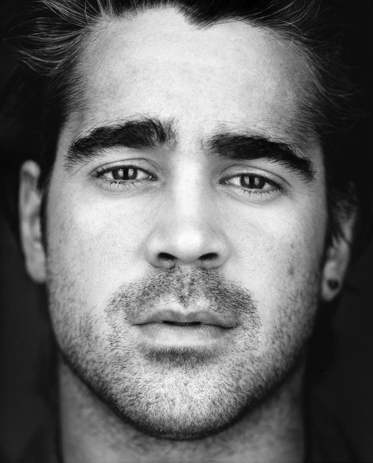 Colin Farrell, he reminds me of Brad Pitt, Richard Armitage and Orlando Bloom. AKA: The Trifecta.