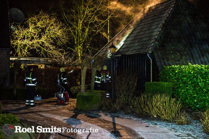 03-01-2017 - Lierop - Compressor vat vlam LIEROP - In een een schuur aan de Winkelstraat in Lierop heeft maandagnacht een compressor vlam gevat. De bewoner heeft het zelf proberen te blussen maar toen dit niet lukte heeft hij de brandweer gebeld. Omdat hij aangaf in de schuur te zijn waar de brand zich bevond is er http://roelsmitsfotografie.nl/2017/01/12/03-01-2017-lierop-compressor-vat-vlam/ Ambulance,BRAND,brandweer,Compressor,Lierop,SLT-A99V,Winkelstraat