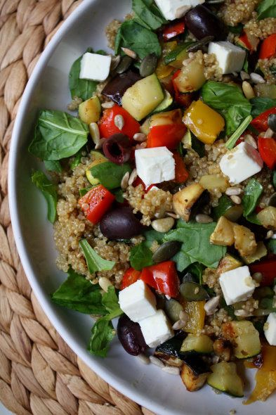 Pippurimylly: Fetasalaatti kvinoalla ja paahdetuilla kasviksilla – Ruoka.fi