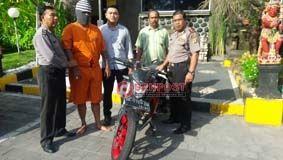 Tukar Vario Dengan Ninja, Pria Bertato Diamankan Polisi - http://denpostnews.com/2017/05/15/tukar-vario-dengan-ninja-pria-bertato-diamankan-polisi/