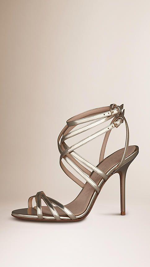 Or clair Sandales en cuir métallisé avec brides fines - Image 1