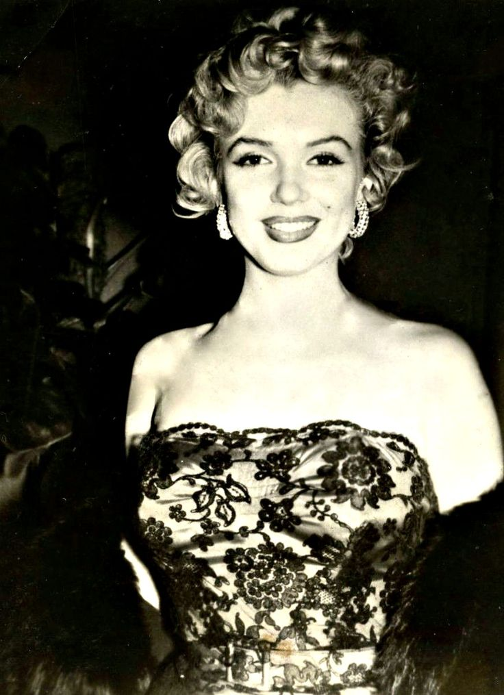 Marilyn Monroe at the Don't Bother to Knock premiere, 1952.