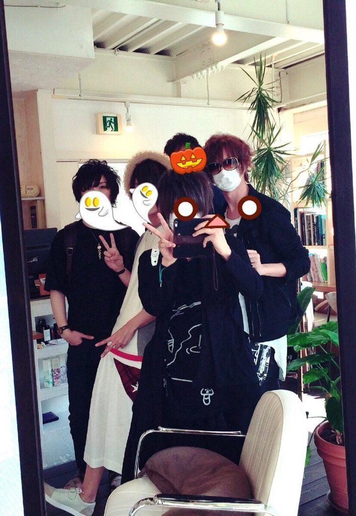 Happy friends gathering. (Soraru on far left)
