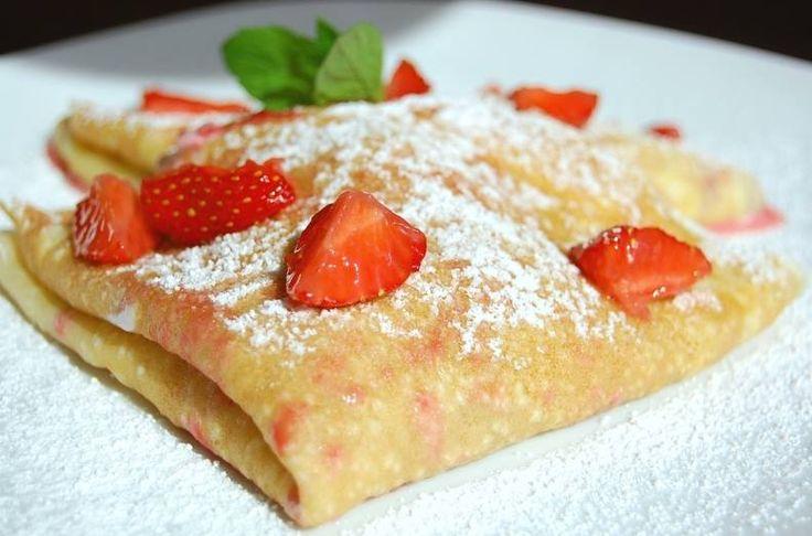 Naleśniki na śniadanie.   Crepes for breakfast.