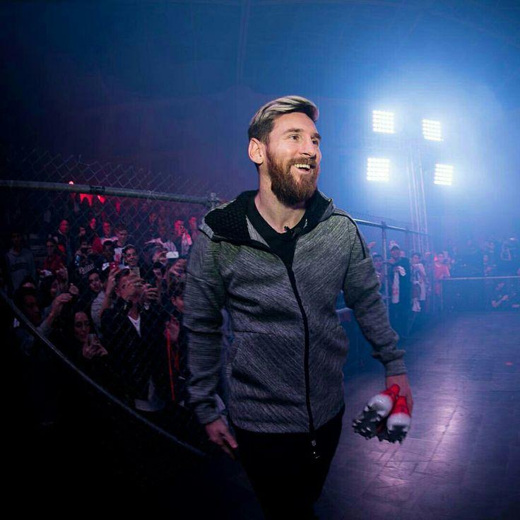 Llegaron mis nuevos botines 🔥 Hechos para liberar la agilidad 🔓 Esta noche, presenté mis nuevos Red Limit #Messi16 de @adidas_es en Barcelona.  My new boots have arrived 🔥  Built to unlock agility 🔓 Tonight I unveiled my new Red Limit #Messi16 from @adidasFootball in Barcelona.  #NeverFollow