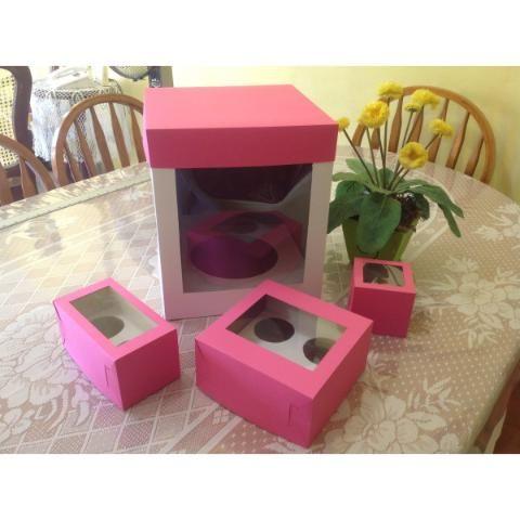 http://lumalama021.mercadoshops.com.mx/cupcakes-gigante-paquete-de-cajas-de-pza-58168387xJM  Les ofrece cajas para Cupcakes Gigante, 5 cajas a tan solo $225.00 más envio  La caja esta elaborada en cartulina sulfatada de 18 pt (base y parte inferior) y cartulina iris de 180 gr (tapa) con ventana de acetato para visualizar su producto.  Colores disponibles: Amarillo, Naranja, Rojo, Rosa, Fucsia, Burdeo, Lila, Azul Cielo, Turqueza, Azul Ultramar, Azul Indigo, Verde Manzana, Ver