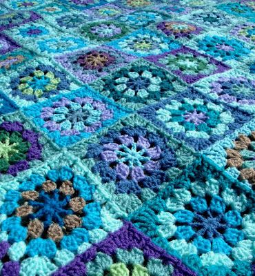 shades of blue granny square- I really like the pinwheel squares and the fact that its not perfect- looks like something achievable