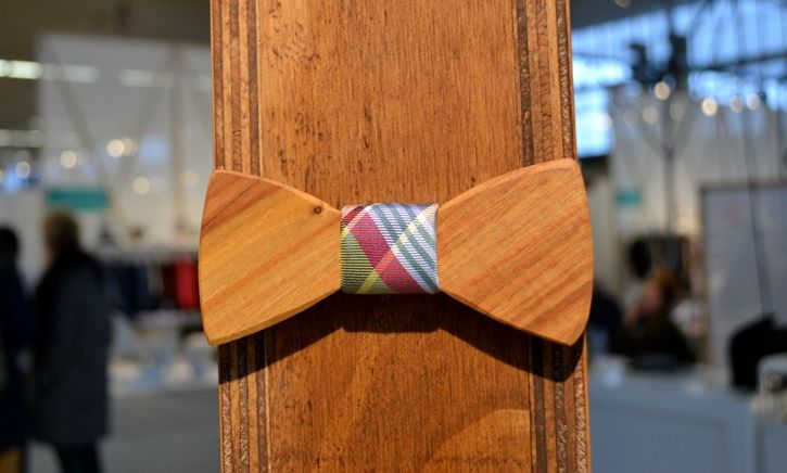 'Two Guys Bow Ties' #wooden #bowtie brought by #two-O at the Amsterdam Fashion Week 2013. Read more: http://misterdaily.nl/misterdaily-bekijkt-de-houten-collectie-van-two-o/