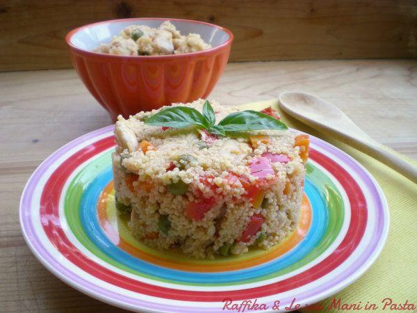 Il couscous di pollo è una ricetta etnica, che può fungere da piatto unico, da primo piatto o se preparato in monoporzioni, come antipasto sfizioso.