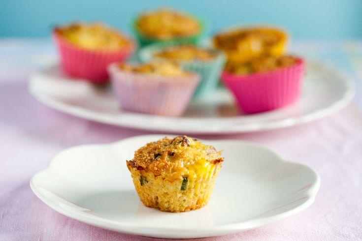 Śniadanowe jajeczne muffinki z kaszą quinoa, szynką i serem