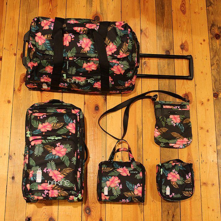 Chystáte se na cesty, máme pro Vás inspiraci pro tento týden. Dámské batohy, tašky a kufry od DAKINE. #dakine #swisshop #swis #eshoping #trevel #traveler #bag