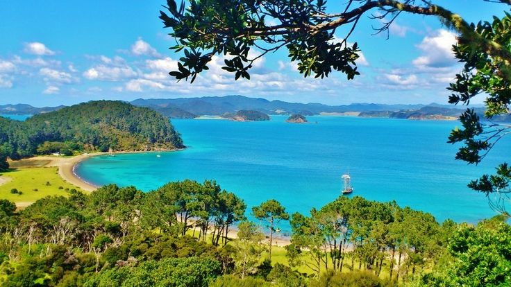All of New Zeeland is wonderful, but Paihia and Bay of Islands, way up north, is the icing on the cake!