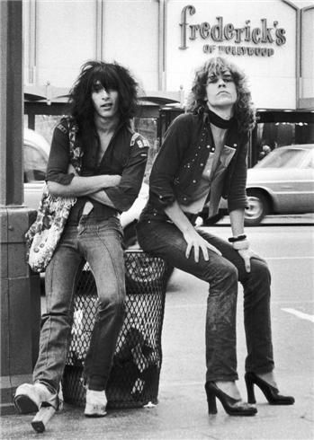 Johnny Thunders and David Johansen, 1973 - photo by Bob Gruen.