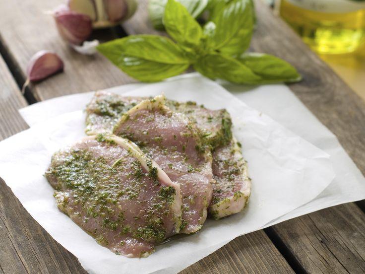 Mariniertes Fleisch k�nnen Sie fertig im Supermarkt kaufen � oder Sie legen Ihr Grillfleisch einfach selber ein! Wir zeigen Ihnen mit unseren Rezepten und Tipps, wie Sie mit wenigen Zutaten das Fleisch perfekt f�r den Rost vorbereiten!