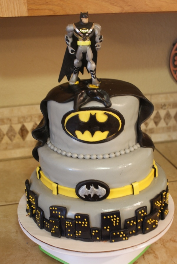 Batman Cake @Jennifer Perkins - for Ray's next birthday :)