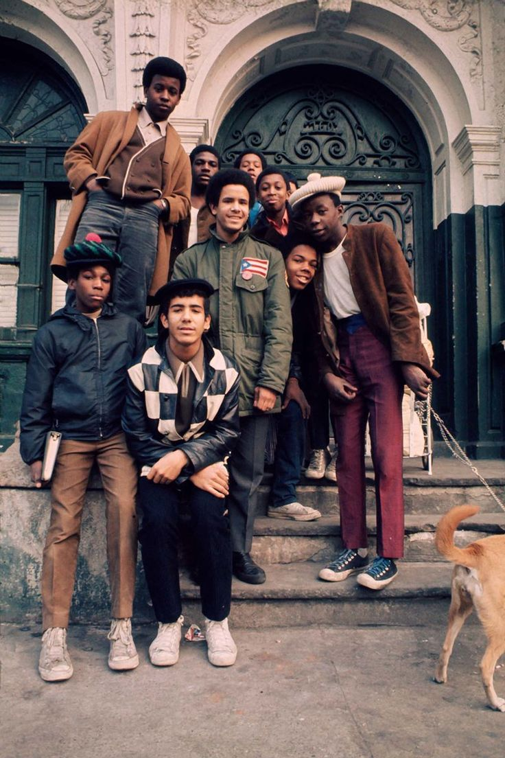 Teens NY's S Bronx, 1970. History In Pictures (@HistoryInPix)   Twitter - 70s teen street style #fashionhistory