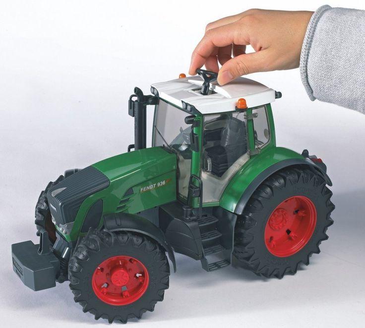 Bruder Traktor Fendt 936 vario Traktor byl vyroben v měřítku 1:16 ke skutečnému traktoru jako věrná plastová kopie. Jde o velice kvalitní zpracování německé firmy BRUDER do nejmenších detailů.